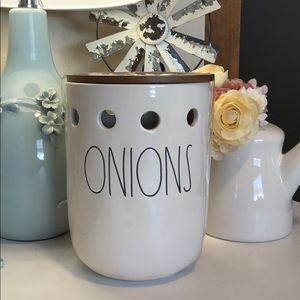 🆕 Rae Dunn ONIONS Jar with Lid